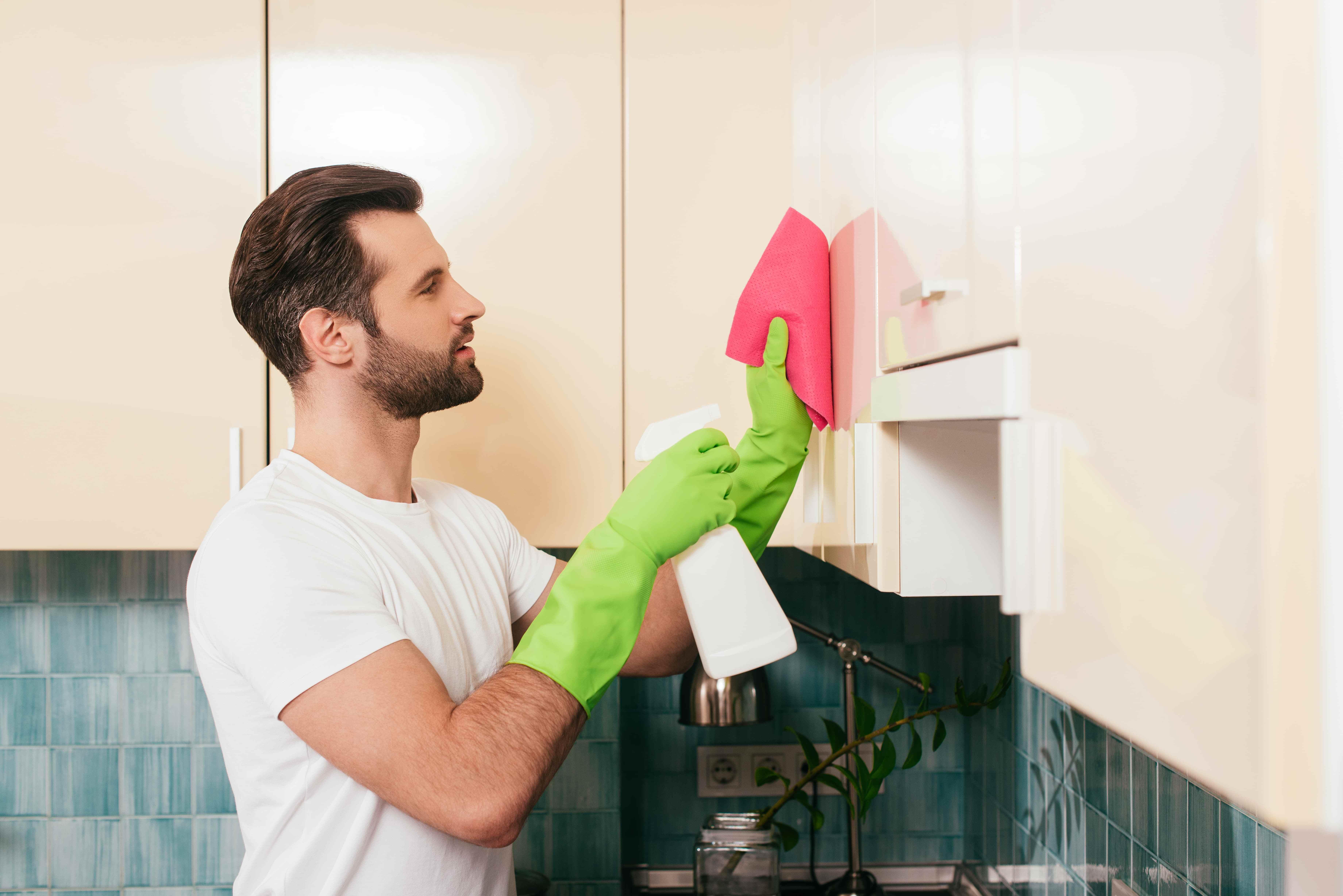Hygienische Gründe sprechen für eine regelmäßige Reinigung der Küche.