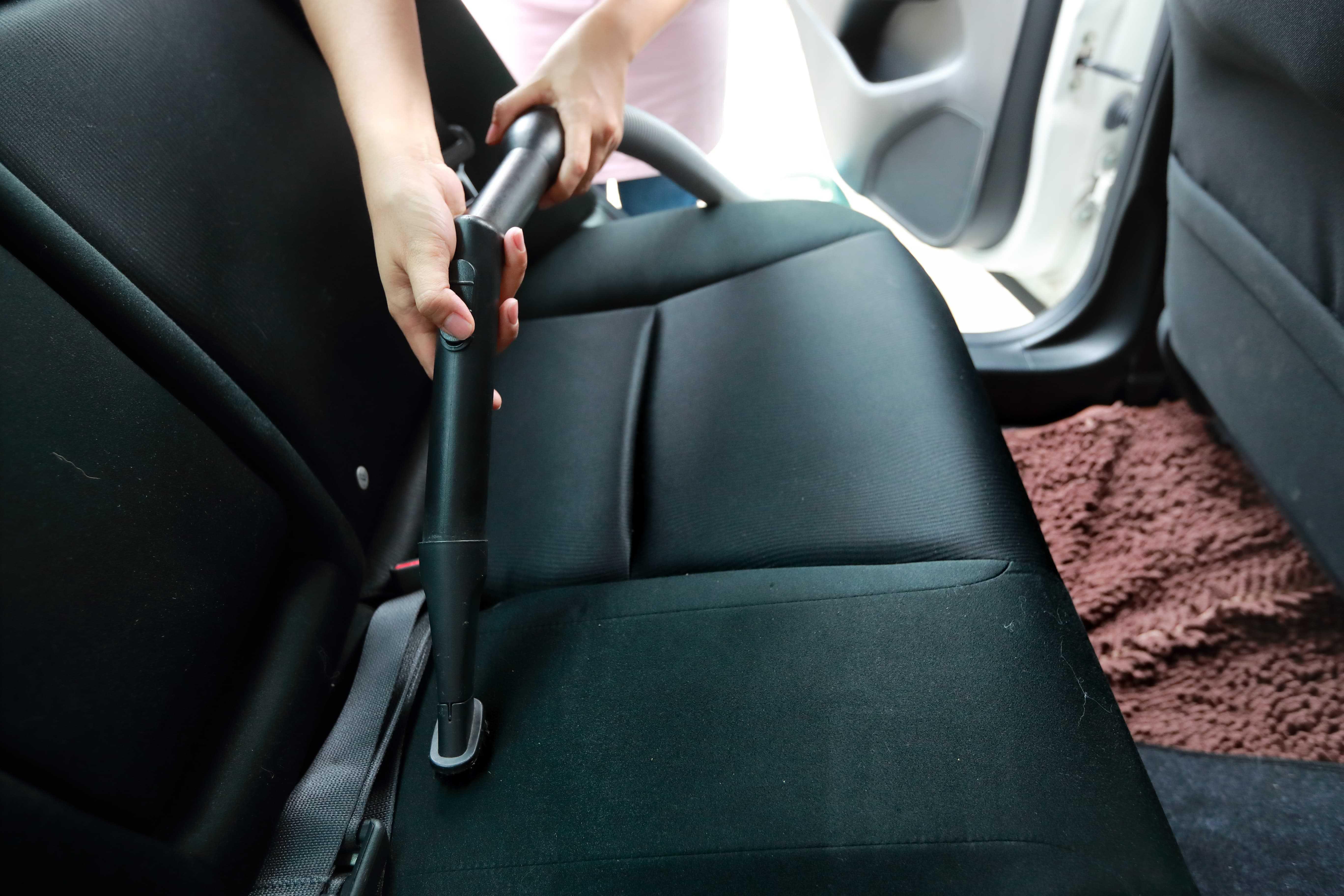 Alcantara Autositze absaugen